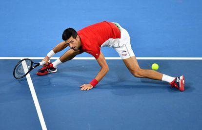 Djokovic, durante el partido contra Monfils en Sídney.