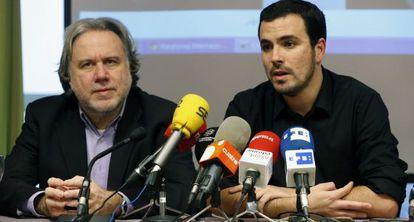 El diputado de IU Alberto Garzón, junto al diputado europeo de Syriza, Georgios Katrougalos.