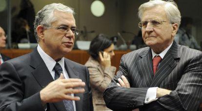 Papademos (izquierda), junto al exjefe del BCE, Jean Claude Trichet, en una foto de 2009.