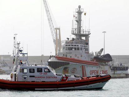 El barco de la ONG Proactiva Open Arms, en el puerto de Pozzallo.