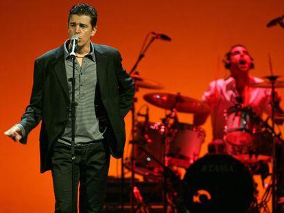 Javier Ojeda, líder de Danza Invisible, durante un concierto.