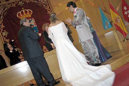 Una boda civil, celebrada al modo tradicional en el Ayuntamiento de Leganés (Madrid).