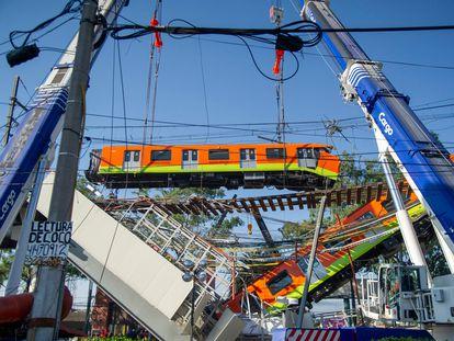 Uno de los vagones accidentados durante el derrumbe de un tramo de la línea 12 del metro de Ciudad de México, el pasado 4 de mayo.