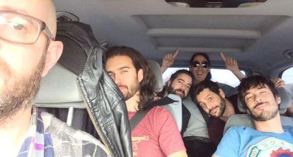 Vetusta Morla en la furgoneta, de gira, en octubre de este año.