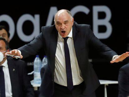 Pablo Laso da instrucciones a sus jugadores este sábado en Madrid.