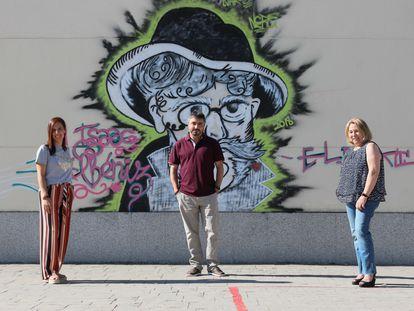Miembros del equipo directivo del instituto Isaac Albéniz de Leganés, en Madrid. De izquierda a derecha, Inma Alonso, Óscar García y Mar Sánchez.