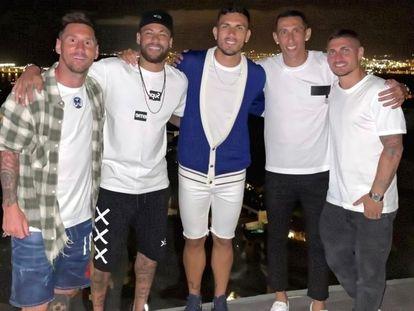 De izquierda a derecha: Messi, Neymar, Paredes, Di María y Verratti, juntos en Ibiza.