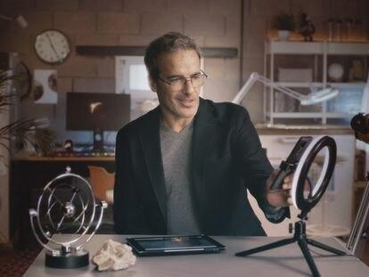 El ingeniero David Calle hablando sobre ciencia espacial.