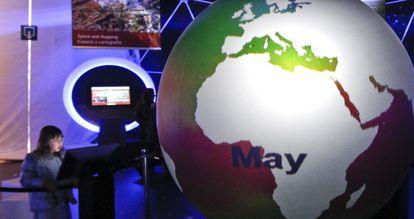 Aspecto interior de la European Space Expo instalada en Madrid Río.