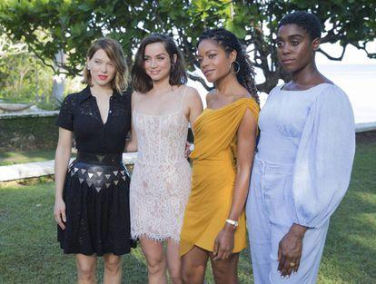 De izquierda a derecha: las actrices Lea Seydoux, Ana de Armas, Naomie Harris y Lashana Lynch, en la presentación del cartel de la última entrega de la saga de James Bond, en Jamaica, este jueves.