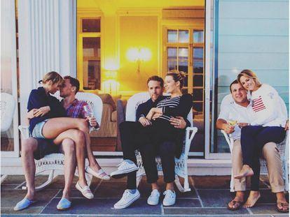 Taylor Swift y Tom Hiddleston, Ryan Reynolds y Blake Lively, y los amigos de la infancia de Taylor Swift: Britany y Benjamin LaManna.