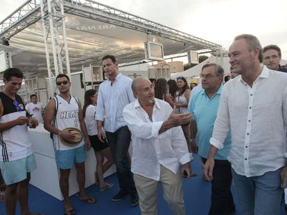 Alberto Fabra, durante su visita al festival de Burriana Arenal Sound.