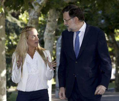 El presidente del Gobierno, Mariano Rajoy, en la Moncloa con Lilian Tintori, esposa del opositor venezolano Leopoldo López.