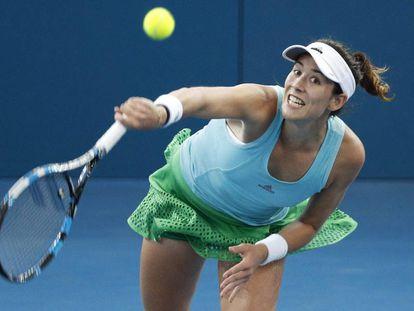 Muguruza sirve durante el partido contra Kuznetsova.