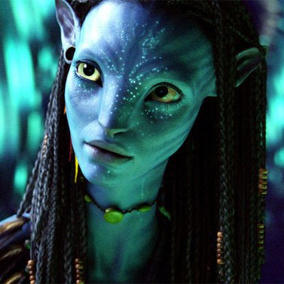 Neytiri, a la que da vida Zoe Saldana, en un fotograma de <i>Avatar.</i>