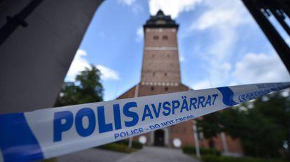 Una zona acordonada por la policía después del robo de las joyas suecas.