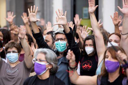 Concentración en Las Palmas de Gran Canaria en protesta por el asesinato de Olivia, la mayor de las hermanas desaparecidas en Tenerife.