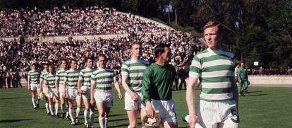 Los jugadores del Celtic de Glasgow saltan al césped del Estadio Nacional de Lisboa el 25 de mayo de 1967, en la final contra el Inter.
