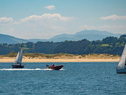 Embarcaciones de recreo en la bahía de Santander el pasado día 17.