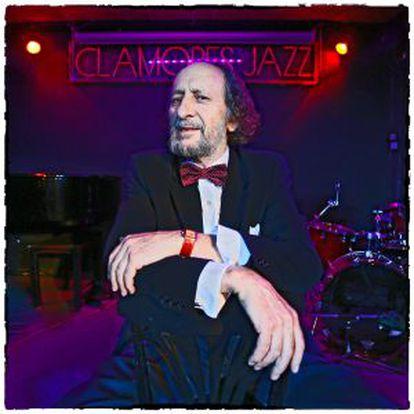Germán Pérez en el escenario de la Sala Clamores.