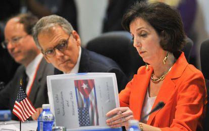 La secretaria de Estado de EE UU para Latinoamérica, Roberta Jacobson, durante la reunión.