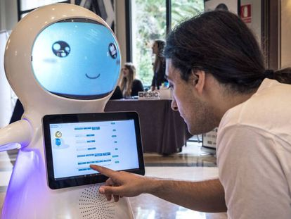 El robot diseñado por KIO-IA contra el acoso escolar. En vídeo, demo del robot.
