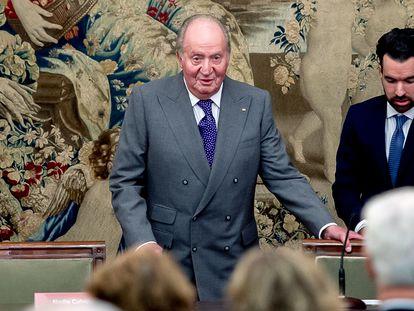 El rey emérito Juan Carlos I entrega el premio de economía que lleva su nombre, el 11 de diciembre de 2018 en el Banco de España.