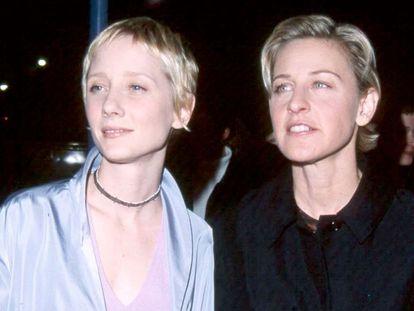 Anne Heche y Ellen DeGeneres, en el estreno de 'Mujer contra mujer' en enero de 2000, en California.