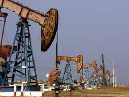 Venezuela produce alrededor de 3 millones de barriles diarios, de los cuales exporta 2,5 millones, principalmente a Estados Unidos y China, países que diariamente consumen 20 y 9 millones de barriles, respectivamente. EFE/Archivo