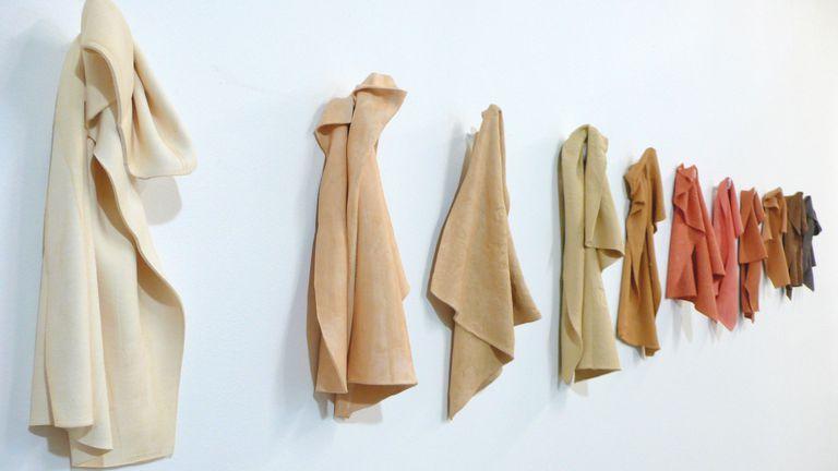 La obra 'Colored China Rags', de la artista Juana Valdés.
