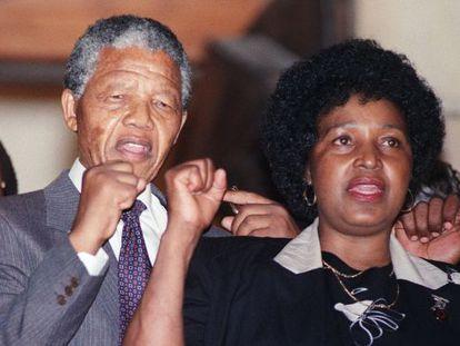 Mandela y su esposa Winnie, en 1990.