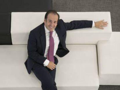 Víctor Matarranz posa tras la entrevista en la sede de la gestora del Santander en Madrid.
