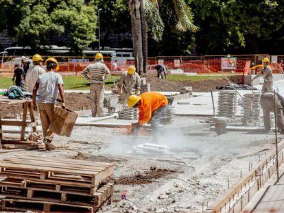 Construcción de aceras en Buenos Aires.