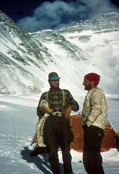 Unsoeld (a la izquierda) y Horbein en el Everest, en 1963.