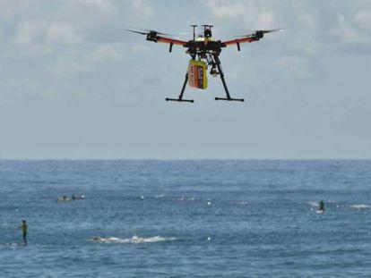 Un dron rescata a dos bañistas que se estaban ahogando en una playa de Australia.