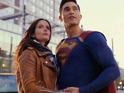 Los actores Elizabeth Tulloch y Tyler Hoechlin, Lois Lane y Clark Kent en 'Superman & Lois'.