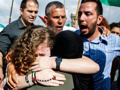 Ahed Tamimi fue condenada por agredir a un soldado de Israel que, según ella, disparó una pelota de goma a su primo dejándole la cara deformada para siempre