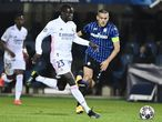 24 February 2021, Italy, Bergamo: Real Madrid's Ferland Mendy (L) and Atalanta's Rafael Toloi battle for the ball during the UEFAChampions League round of 16 first leg soccer match between Real Madrid and Atalanta BC at Gewiss Stadium. Photo: Marco Alpozzi/LaPresse via ZUMA Press/dpa Marco Alpozzi/LaPresse via ZUMA  / DPA 24/02/2021 ONLY FOR USE IN SPAIN