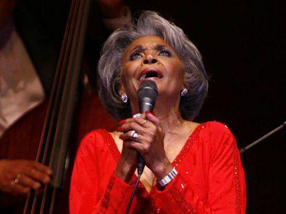 La cantante Nancy Wilson en el Carnegie Hall de Nueva York en 2007.