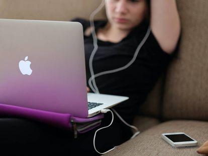 El 70% de conexiones a Internet se generan para consumir contenido cultural, según datos de Eurostat citados por la Fundación Alternativas