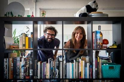 Carlota Coloma y Adrià Lahuerta, en la oficina de 15L Films, en Barcelona.