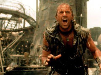 Kevin Costner, hinchado de ego, en una de las escenas de 'Waterworld'.