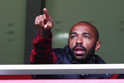 Henry, en el palco del Emirates, durante el encuentro entre el Arsenal y el Queens Park Rangers del pasado 31 de diciembre.