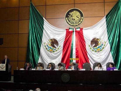 El auditor superior de la federación entrega del informe de la Cuenta Pública 2015