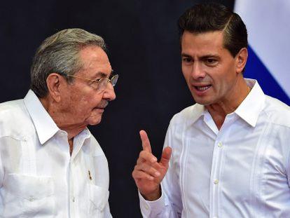 Enrique Pena Nieto recibe a Raúl Castro en Mérida.