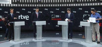 Los candidatos, en el debate de abril.
