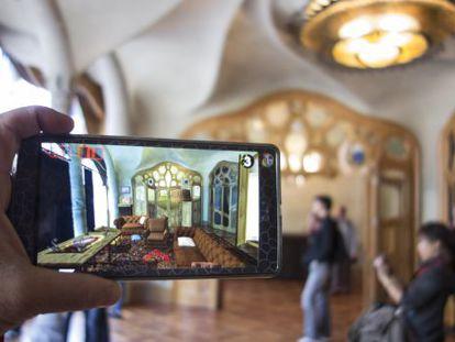 La casa Batlló a través de la realidad del móvil.