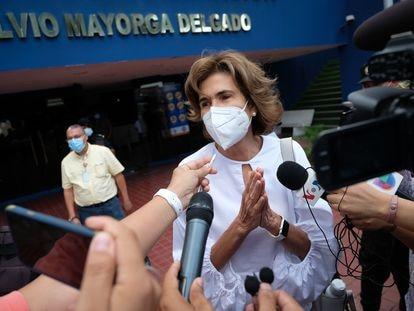 La precandidata presidencial Cristiana Chamorro, tras acudir a declarar por presuntas irregularidades financieras, el 20 de mayo en Managua.