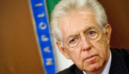 El primer ministro italiano, Mario Monti, el 5 de abril en Nápoles.
