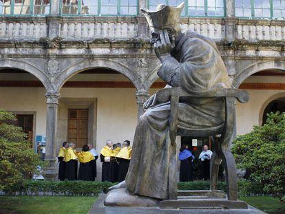 Claustro del Pazo de Fonseca de la Universidad de Santiago.